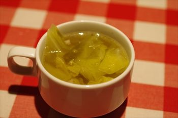 横浜西口にある洋食店「カリオカ」のスープ