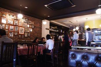 横浜元町にあるレストラン「ワインホール 元町倶楽部」の店内