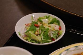 新横浜にある中華料理店「盤古殿」のサラダ