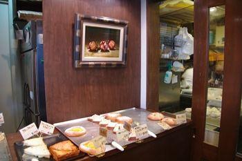 神奈川県久里浜にあるおいしいパン屋「zacro」の店内