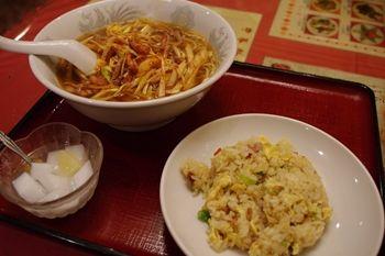 新横浜にある中華料理店「芳香園」のランチ