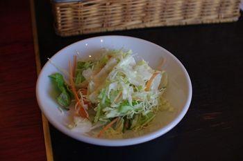 横浜菊名にある生パスタのお店「サンティノ」のサラダ
