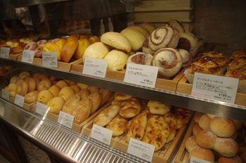 横浜にある「アフタヌーンティー・ベイカリー」のパン