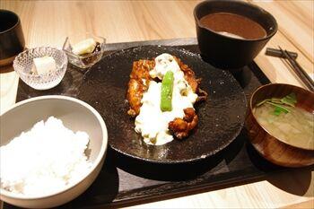 横浜にある自然薯食べ放題の和食店「黒十 横浜」のランチ