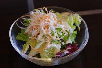 東戸塚にある鉄板焼きのお店「鉄板焼 勝治」のサラダ