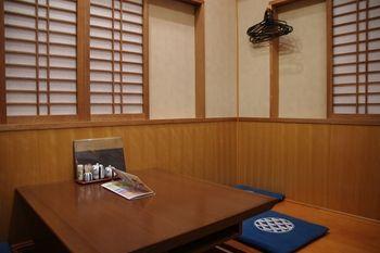 新横浜にあるお寿司屋さん「沼津魚がし鮨」の店内