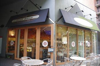 横浜山下公園近くにあるカフェ「エリオット・アベニュー」の外観