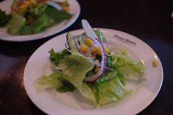 横浜みなとみらいのレストラン「マンジャマンジャ」のサラダ