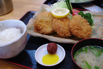 横浜東神奈川にあるとんかつ屋さん「せんのき」のヒレかつ定食