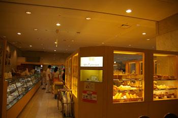 新横浜プリンスホテルのデリのお店「シェパティシェ」の入り口