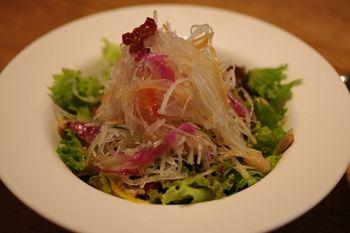 横浜青葉台にある「ハンバーグファクトリー」のサラダ