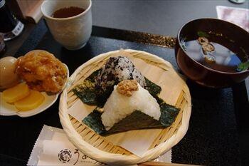 新横浜にあるおにぎり専門店「おにぎりカフェ うめ乃」のおにぎり