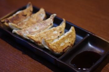 横浜関内にあるラーメン店「麺家 一本道」の餃子