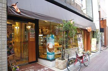 横浜関内にあるパン屋さん「レェ・グラヌーズ」の外観
