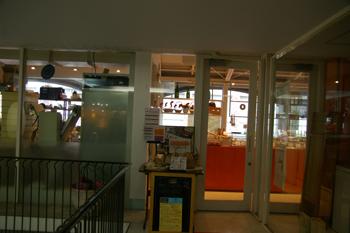 「ラール&ブーランジェリー レ・サンス 横浜元町店」の入り口