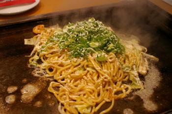 トレッサ横浜に出店したお好み焼き屋「風月」の焼きそば