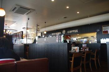 新横浜にあるカフェ「星乃珈琲店」の店内