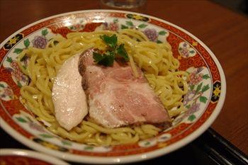 横浜関内にあるラーメ店「元祖横浜ワンタン本舗 港軒」のつけ麺