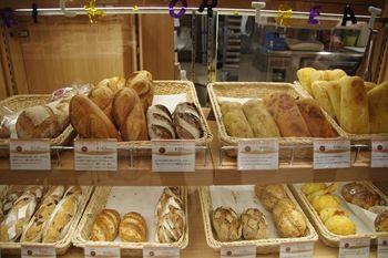 横浜元町にあるパン屋さん「パンオトラディショネル」の店内