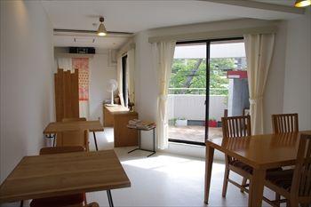 横浜市都筑ふれあいの丘にあるカフェ「ポンジー」の店内
