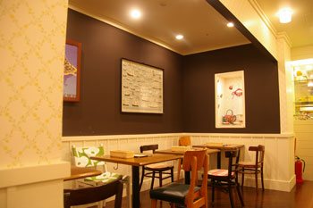カフェ「ル・ムーラン・ドゥ・ラ・ギャレット」の店内