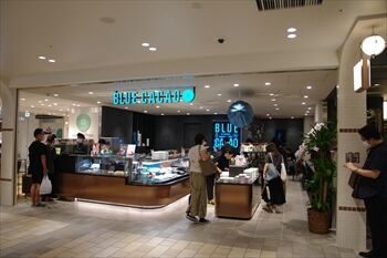 横浜にあるチョコレート専門店「ブルーカカオ」の店頭