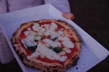 横浜みなとみらいのキャンドルカフェの屋台のピザ
