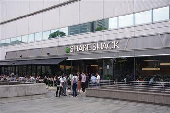 横浜みなとみらいのハンバーガーショップ「シェイクシャック」の外観