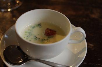 横浜馬車道のフレンチのお店「ル サロン ド レギューム」のスープ