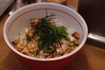 横浜伊勢佐木町にあるラーメ店「地球の中華そば」のご飯