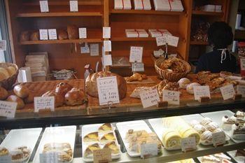 鎌倉長谷にあるパン屋「ベルグフェルド」の店内