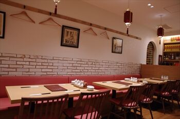 横浜にある人気中華料理店「一味玲玲」の店内