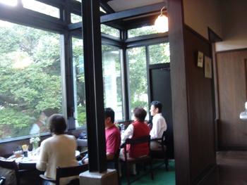 横浜山手のエリスマン邸喫茶室の店内