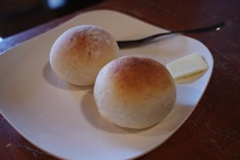 西横浜にあるカフェ「夏至茶屋」のパン