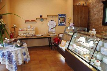 横浜金沢文庫にあるケーキ屋さん「オ・プティ・マタン」の店内