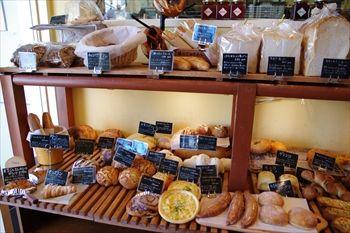 新横浜にあるパン屋「シャンドブレ」の店内