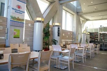 横浜センター北のカフェ「クロッシーズカフェ」の店内