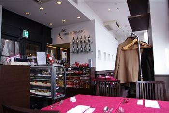 横浜みなとみらいにあるレストラン「セレブ・デ・トマト」の店内