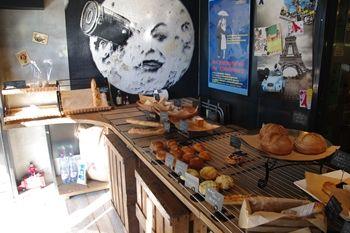 横浜北山田のパン屋さん「ブーランジェリー メリエス」の店内