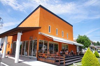 山梨県中央市にあるパン屋「ル・ヴァン」の外観