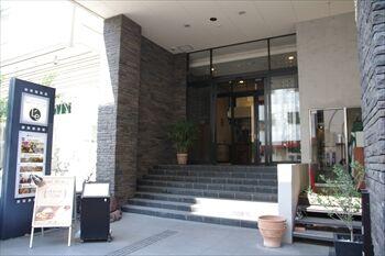 新横浜にあるピザ専門店「North Table」の外観