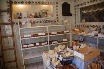 学芸大学にあるパン屋さん「ラ・ブランジェリー・ピュール」の店内