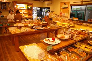 横浜鶴見のおいしいパン屋「エスプラン」の店内