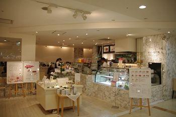 新横浜プリンスペペにあるカフェ「ケユカカフェ」の外観
