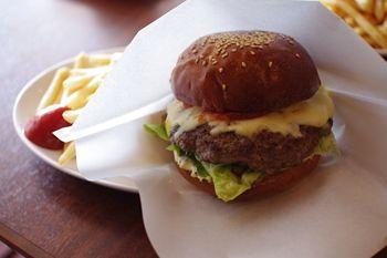 横浜洋光台にある「パスタイム」のチーズバーガー