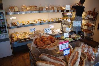 横浜藤が丘にあるパン屋さん「パン・ド・コナ」の店内