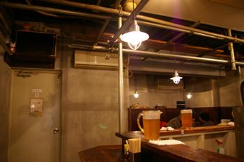 横浜西口のラーメン店「麺場 浜虎」の店内