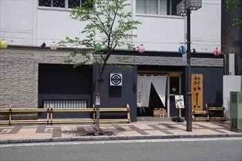 横浜関内にある鰻料理専門店「割烹蒲焼八十八」の外観