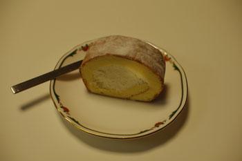 新横浜の紅茶専門店「ティールーム アールロウズ」のロールケーキ