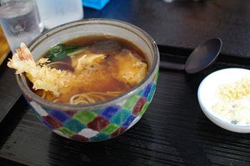 箱根にあるうどん屋さん「絹引の里」の絹引天ぷら生姜うどん